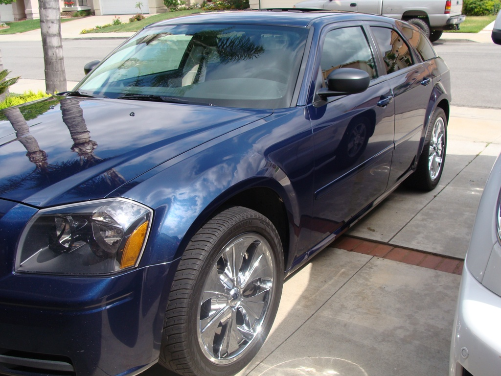 "2005 Dodge Magnum Dr Blue 20"" chrm rims, DVD video 8000$ in stereo alone-dsc00100.jpg"