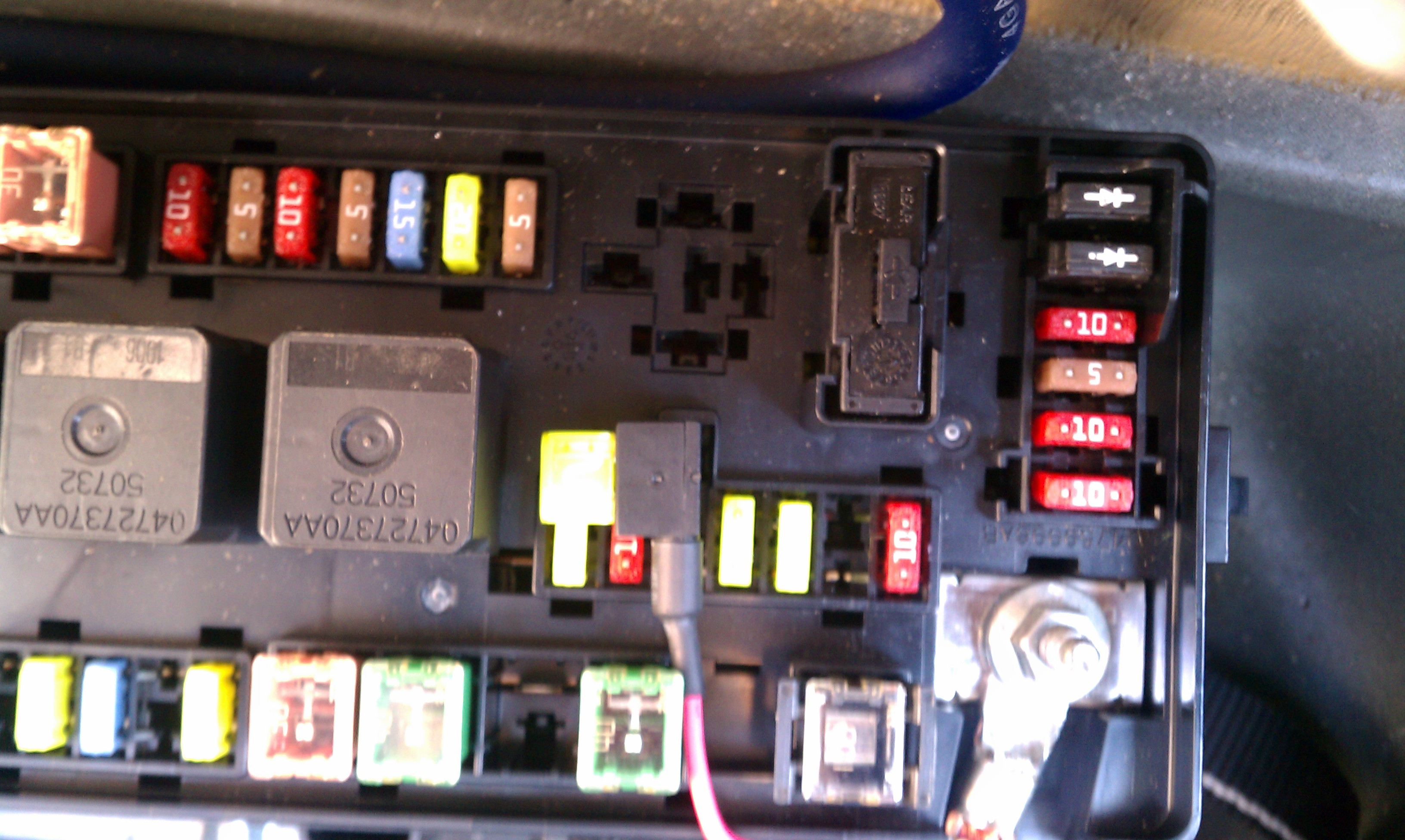 24717d1314974947 amp remote turn imag0025 amp remote turn on dodge magnum rear fuse box at gsmx.co