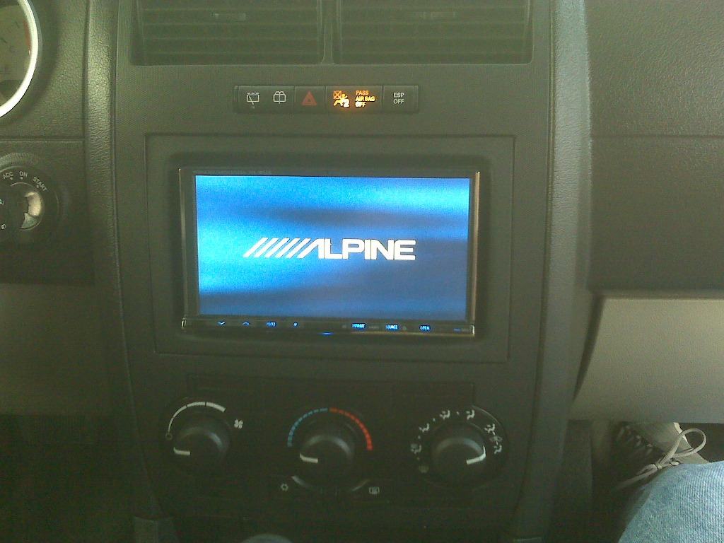 "2005 Dodge Magnum Dr Blue 20"" chrm rims, DVD video 8000$ in stereo alone-img00749.jpg"