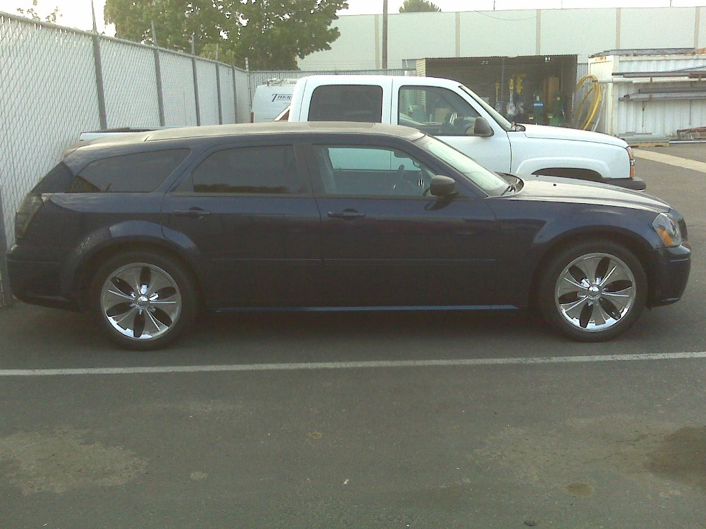 "2005 Dodge Magnum Dr Blue 20"" chrm rims, DVD video 8000$ in stereo alone-img00752.jpg"