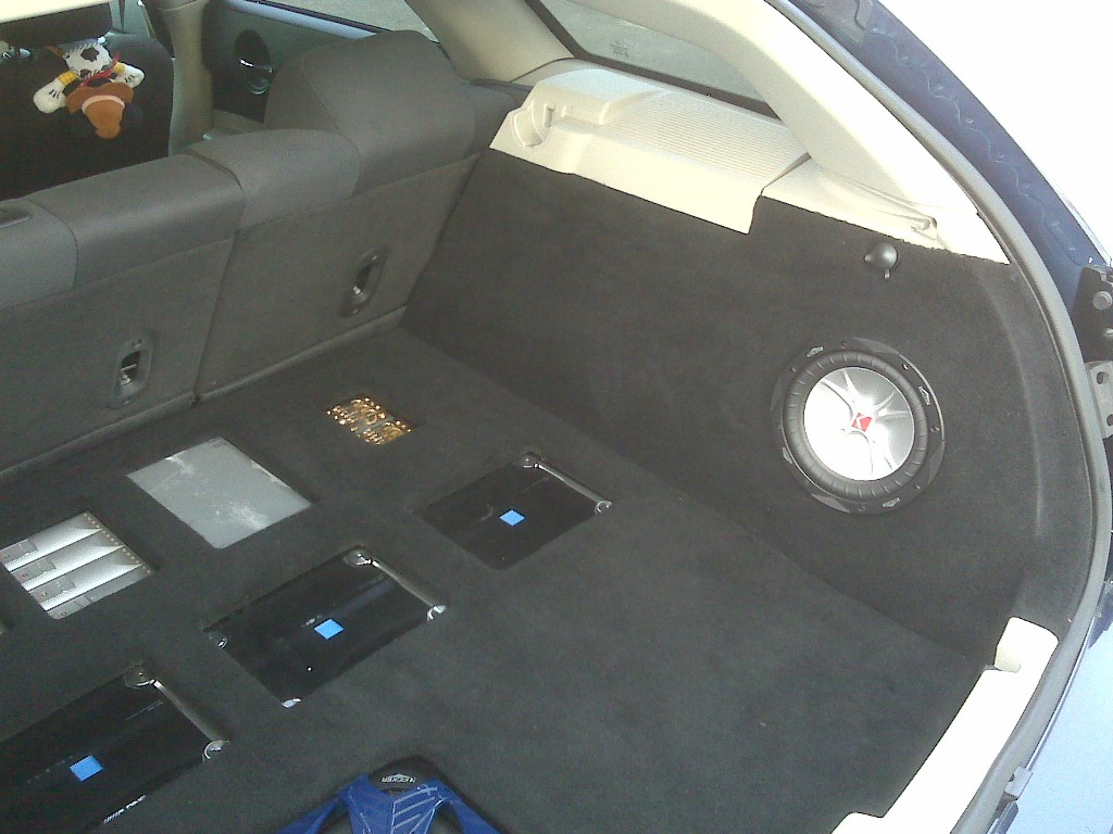 "2005 Dodge Magnum Dr Blue 20"" chrm rims, DVD video 8000$ in stereo alone-img00755.jpg"