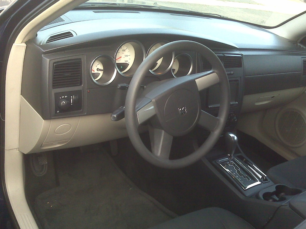 "2005 Dodge Magnum Dr Blue 20"" chrm rims, DVD video 8000$ in stereo alone-img00760.jpg"