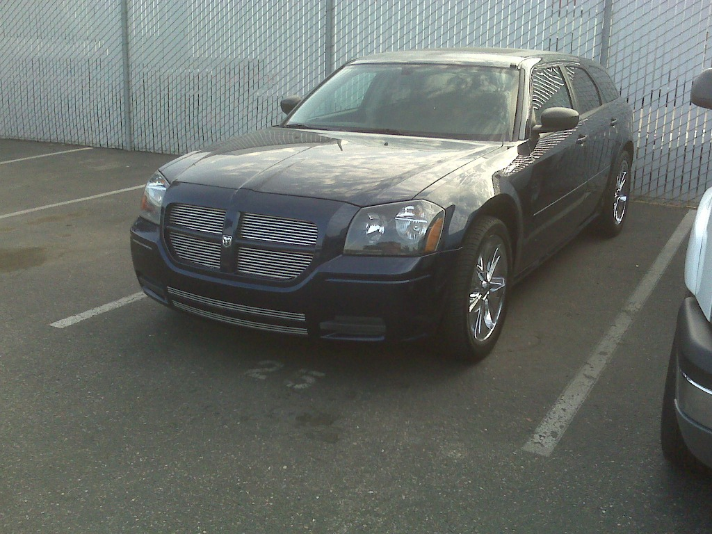 "2005 Dodge Magnum Dr Blue 20"" chrm rims, DVD video 8000$ in stereo alone-img00761.jpg"