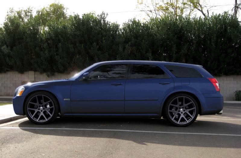 2005 Dodge Magnum Rims Midnight Blue Magnum With Rims Chrome Or Black Let S See Them Rims
